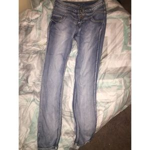 Height waisted jeans .